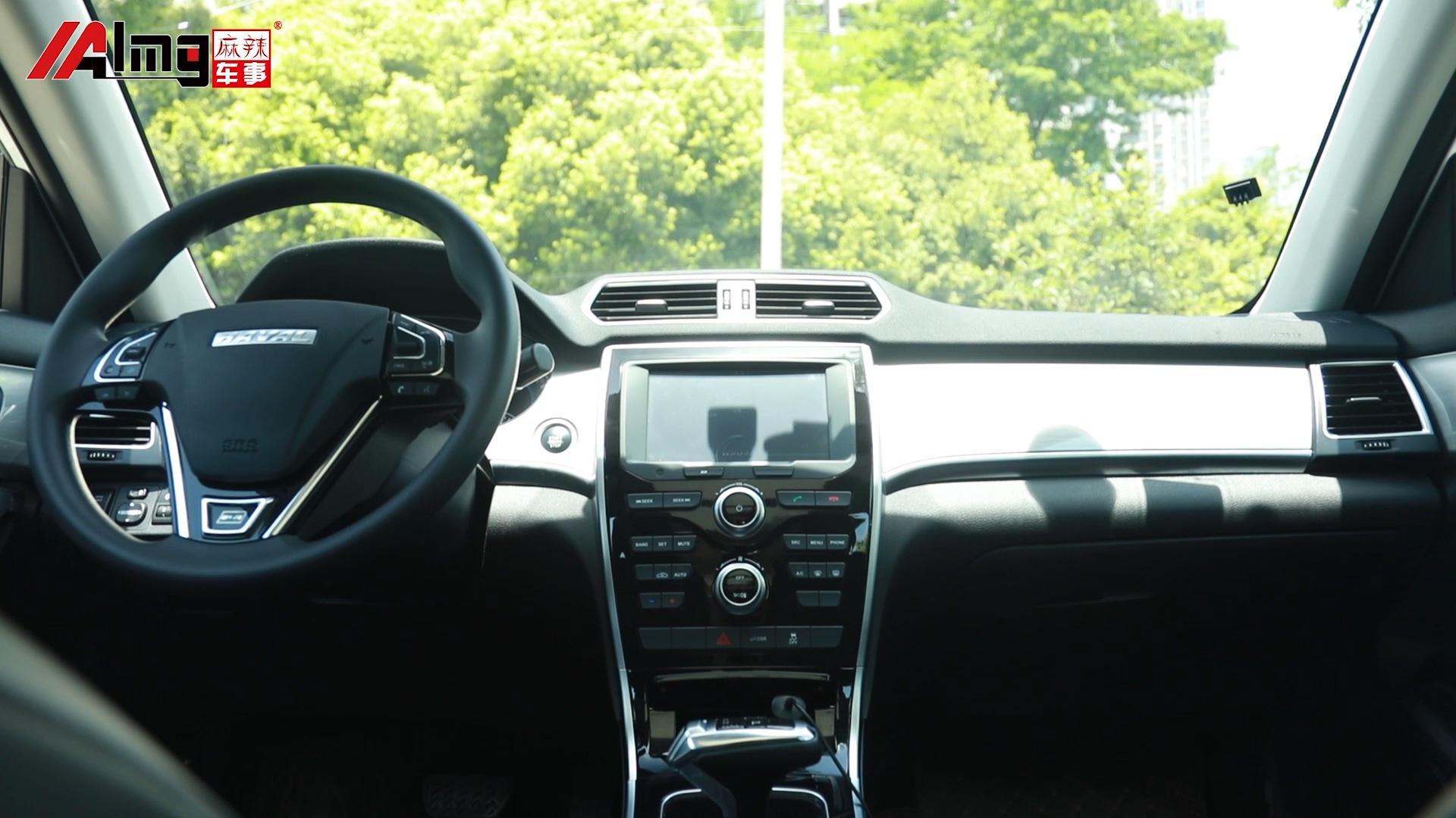 视频:《一分钟读车》那么欣赏完哈弗H2的外观,跟着队长来车内看看吧
