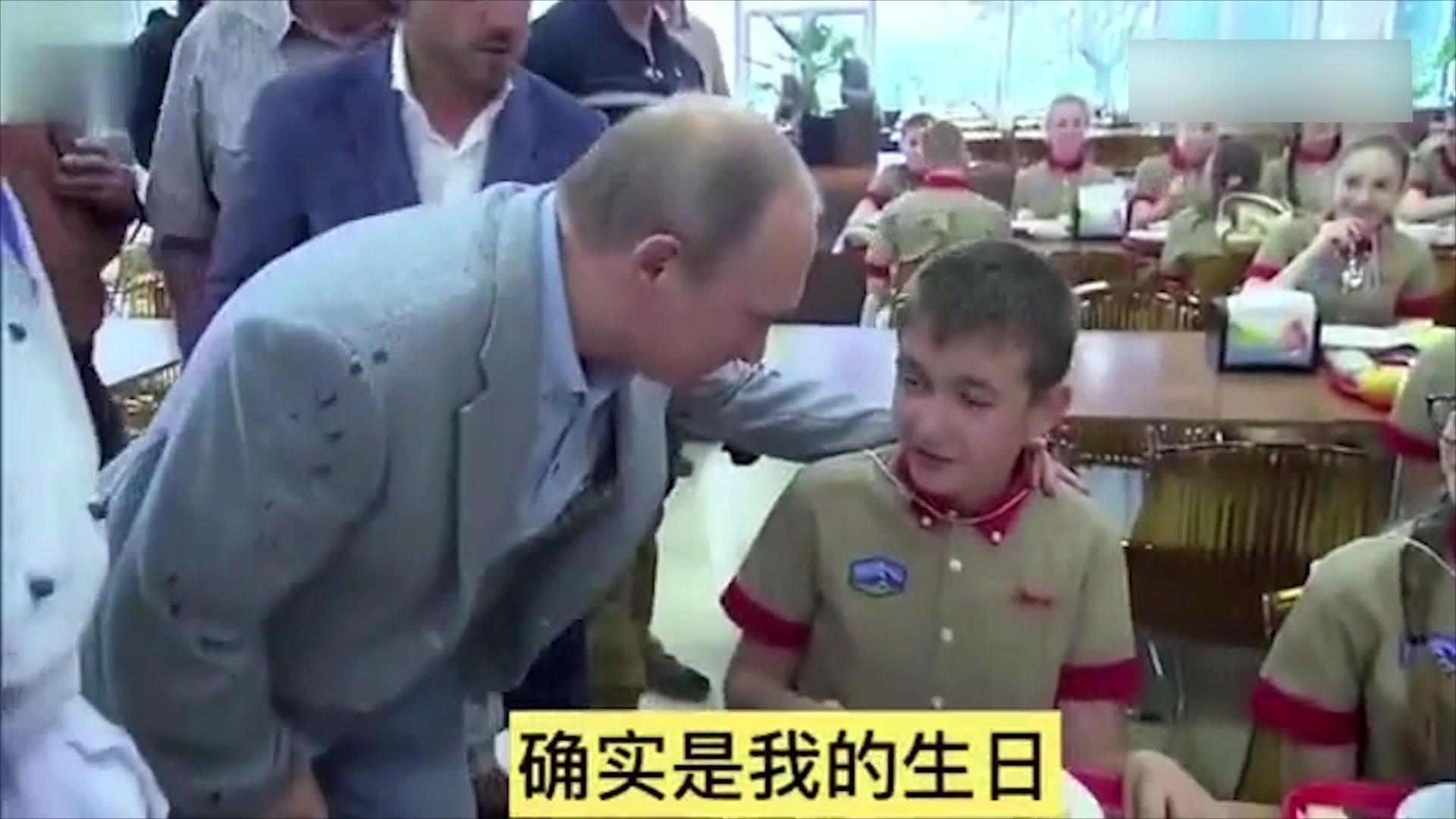 普京总统参观儿童夏令营,品尝孩子们的食物,并送上生日祝福!