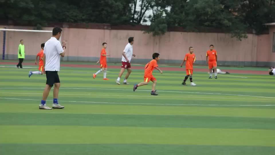 长治市足球协会党支部开展足球进校园捐赠活动