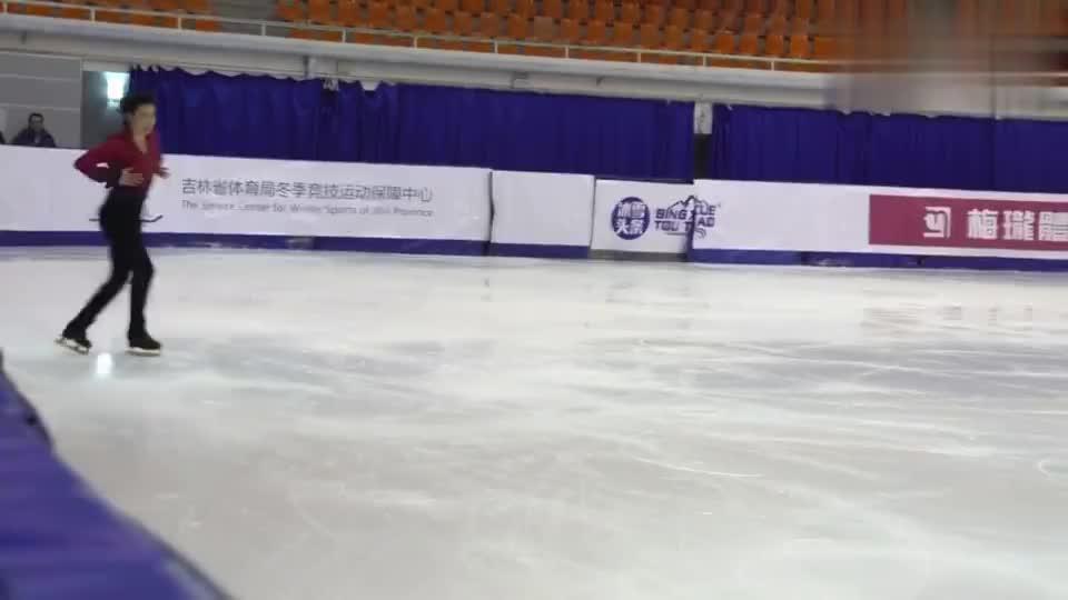全国花式滑冰冠军赛,金博洋自由滑动作流畅,姿态优美!