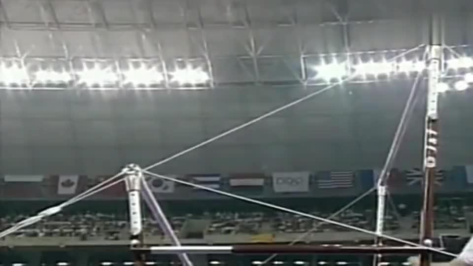 中国体操史上,唯一一次以满分夺金的高低杠,分数出来现场沸腾!