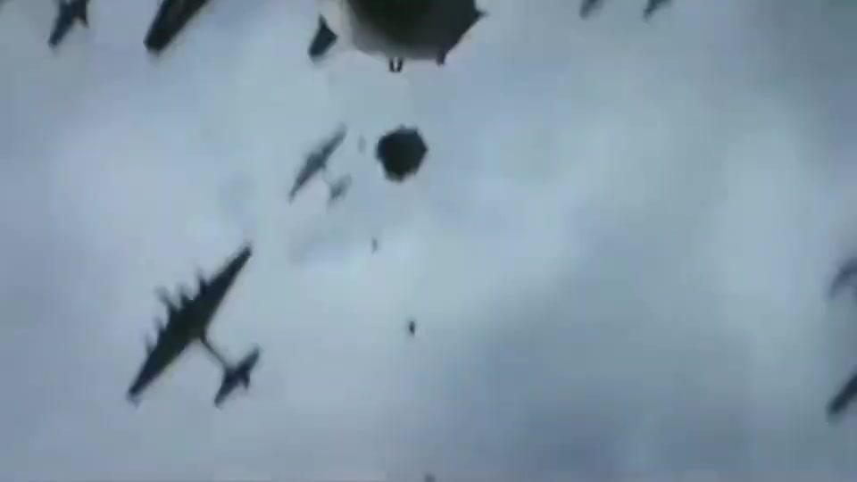 轰炸机扔下这么多煤气罐,威力一定不小?