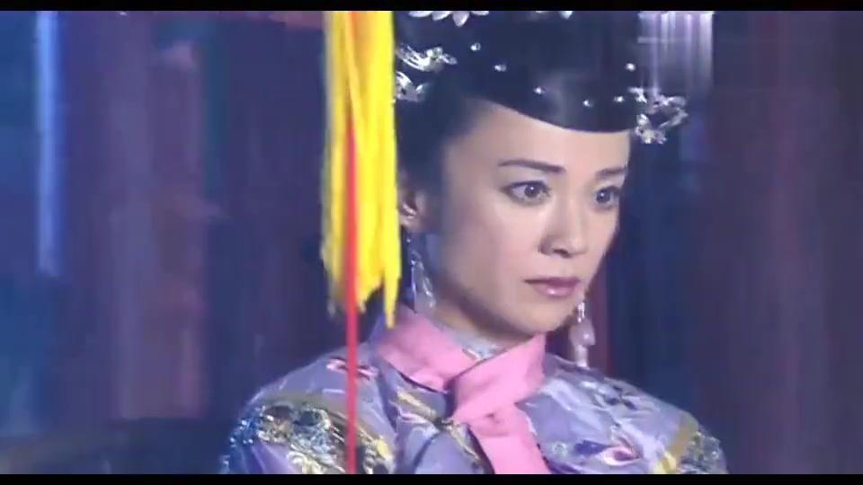 清宫剧:全妃来探望伊能静,谁知一开门,不小心撞上了这一桩命案