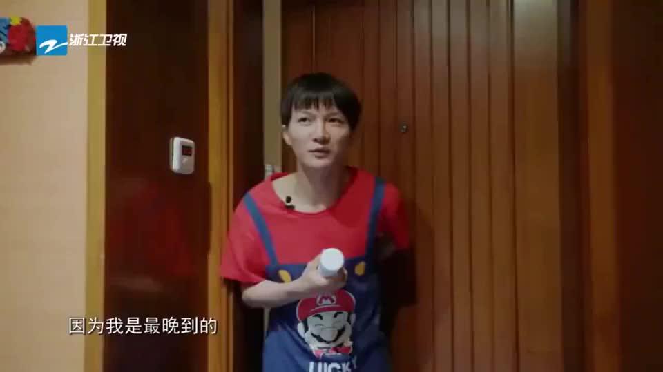 青春环游记2:杨迪周深叫醒服务状况连连,直接飞到沙溢床上