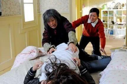 重温《婆婆来了》:富家女下嫁凤凰男,大多以悲剧收场