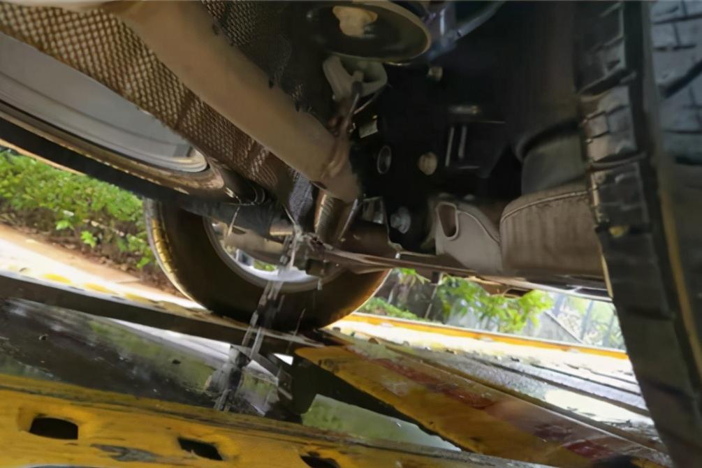 路虎新车缺陷致底盘灌水车主换车被拒,夏普R6徕卡相机加持