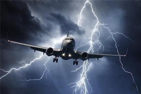 17岁女孩搭飞机,醒来发现在8100米高空,92人航班仅她一人幸存