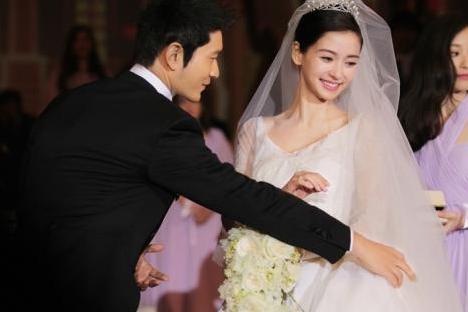 黄晓明久未与妻子互动被质疑离婚,四个字为baby庆生辟谣稍显敷衍