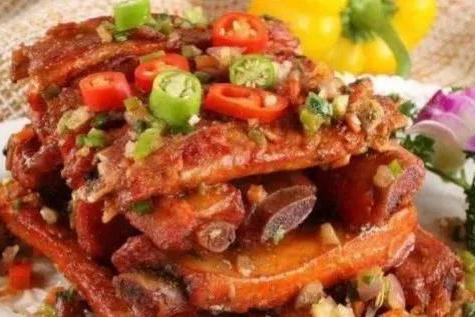 美食优选:孜然排骨,剁椒黄瓜,香辣猪蹄,双椒皮蛋的做法