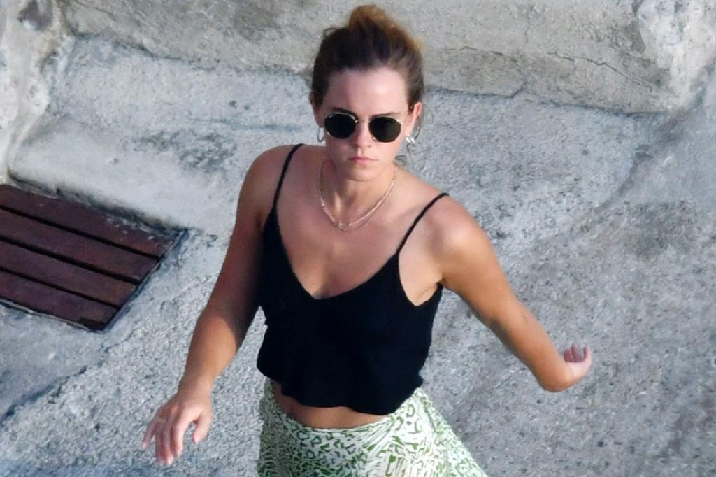 """30岁""""赫敏""""艾玛·沃特森海滩度假!身材颜值超惊艳,又飒又甜"""