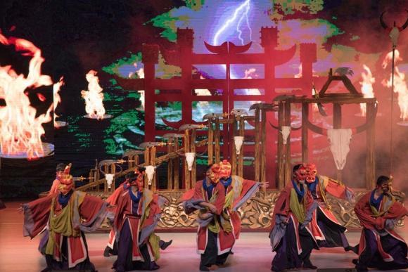 全球最生态的歌舞演出之一,由17个民族600位演员同时参演!