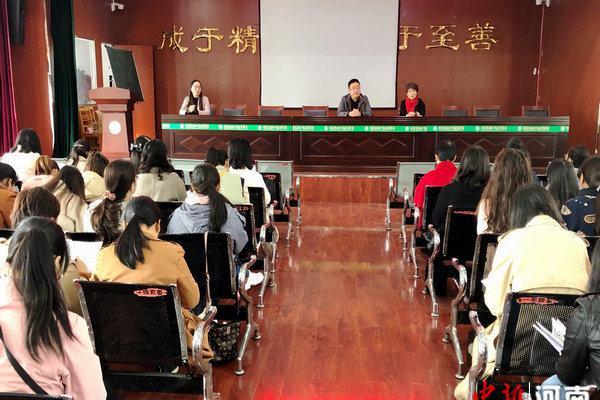 许昌实验中学召开2020年九月份集体备课与周周教研总结会