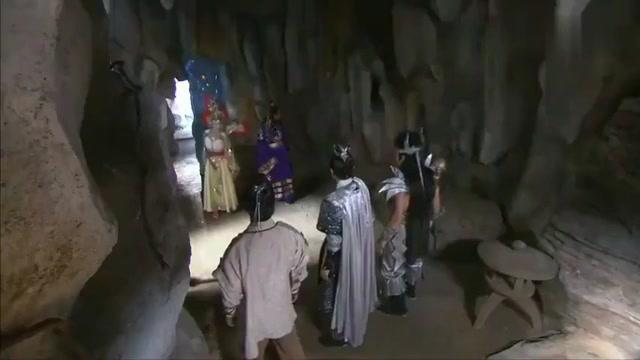 申公豹和李靖互相争抢宝物,万万没想到,宝物直接飞到杨戬手中