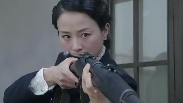 鬼子将军嚣张出行,不料女特工暗处狙击,反手击毙炮兵干掉大佐