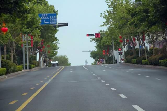 南京路不再是单行!青岛交警:南向北私家车可全天全线通行