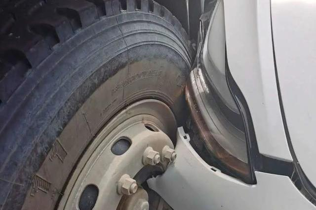 model 3自动驾驶撞了比亚迪,特斯拉称司机违规驾驶,你怎么看?