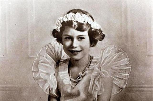 伊丽莎白二世从小美到大,每一张珍藏照片都很美,惊艳了时光