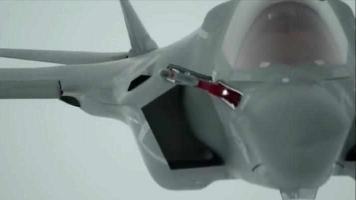实拍美军F-35战机空中开启授油管,涨知识了!