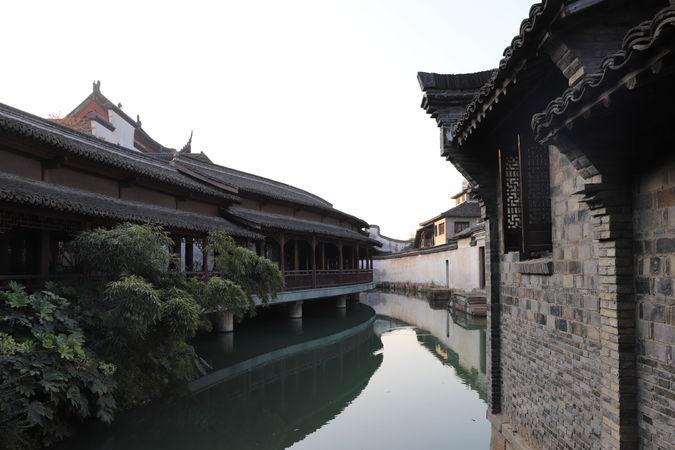 历经十多年才成江南最著名古镇,却被人说是假的,游客:不在乎