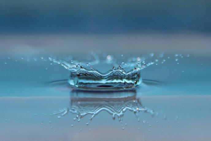 一瓶水毛利率60% 农夫山泉获准上市 钟睒睒被宗庆后开除后逆袭
