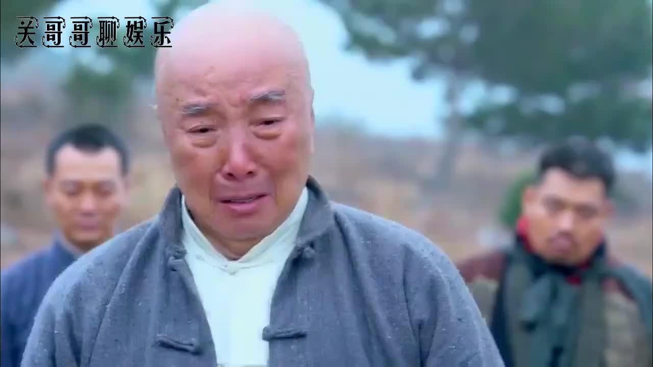 日本鬼子抓住小伙,竟要当场把他解剖没有人性