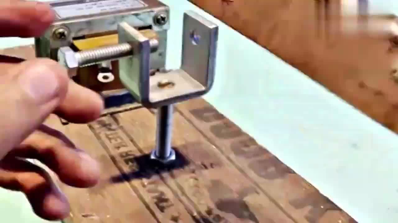 男子花了几块钱的成本自己制作一台电焊机这动手能力真牛