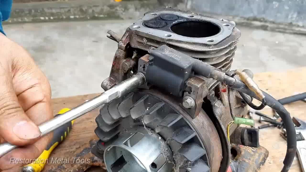 抽水泵都锈成这样了,当废品卖挺可惜的,翻新一下还能再用好几年