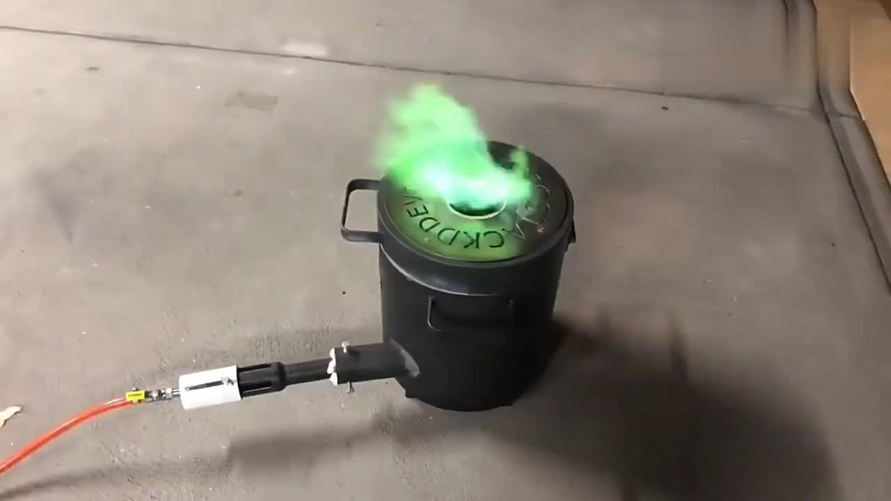 废旧的铜管不要扔,把它融化成铜粒,也许还能升值!