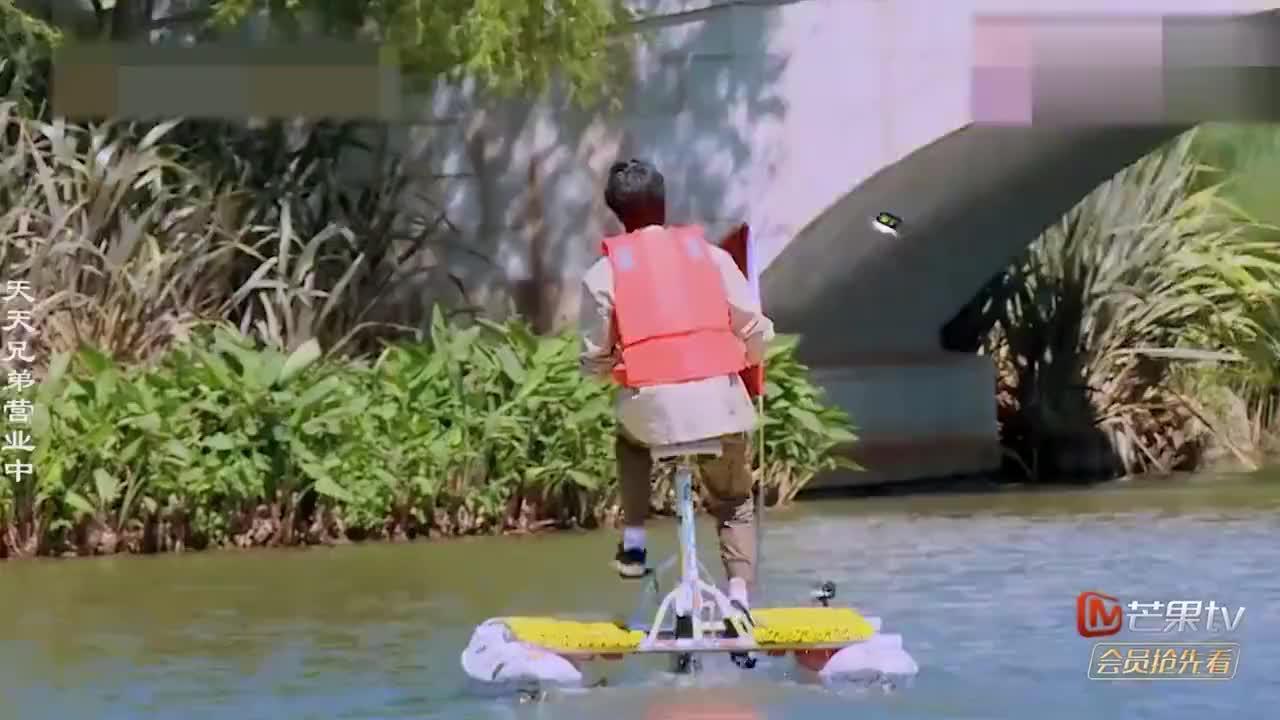 明星骑单车合集,王一博骑水上单车遥遥领先,大张伟:差距这么大