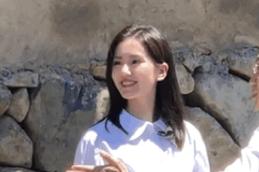 刘诗诗参加央视公益活动生图曝光,怼脸照五官精致,皮肤又白又嫩