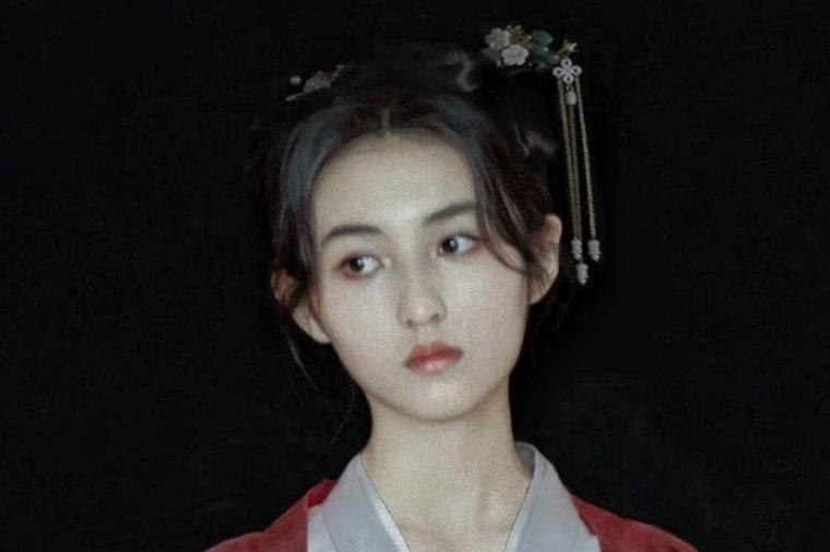 谁说张子枫不适合古装扮相?上央视综艺换造型,美得移不开眼睛
