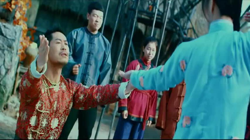 大师兄找大师姐比武,怎料大师兄突然单膝下跪,竟向着大师姐求婚