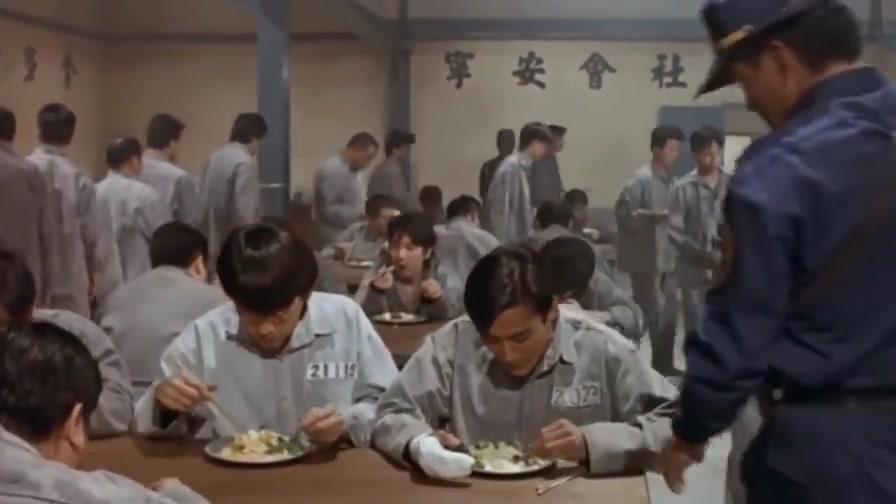 得罪了狱警,梁家辉就别想好好吃饭了