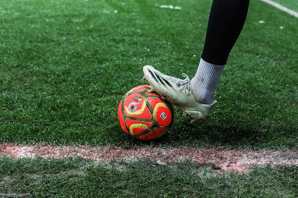 Uhlsport为法甲与法乙联赛推出全新冬季比赛球