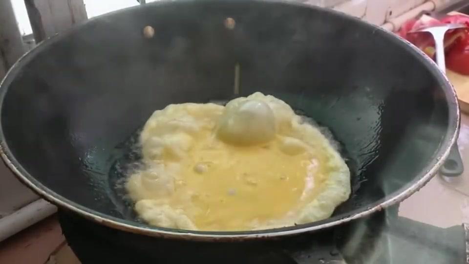 明明是西红柿炒鸡蛋,为何都称呼番茄炒鸡蛋,这是何方方言!