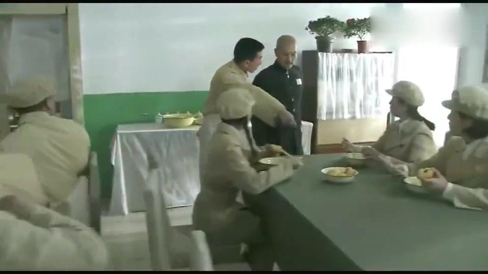 战犯:鬼子俘虏不吃高粱米闹绝食,不料看到解放军伙食后,他懵了