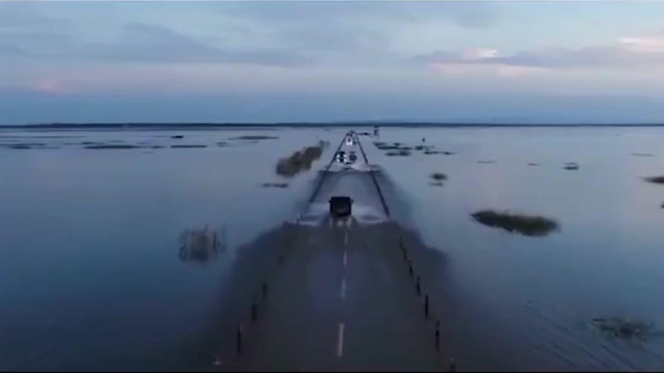 厉害了我的国,世界上最美水上公路,你想去看看嘛?