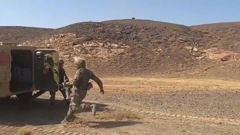 西部战区有新动作!陆空一体联合打击,多重火器轮番轰炸,真过瘾
