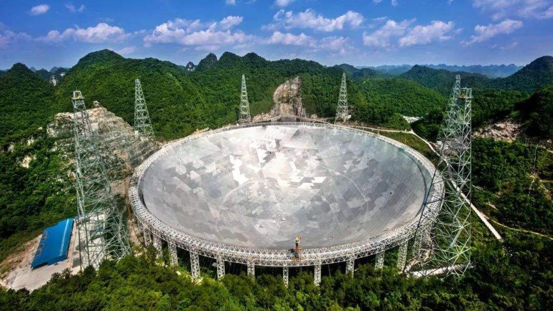 """""""中国天眼""""射电望远镜立新功!2.6万光年外发现""""红背蜘蛛"""""""