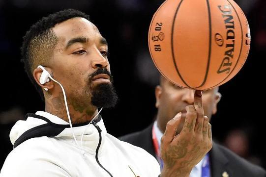 JR一到酒店就开直播!抱怨毛毯太短不够盖,有人警告他快下线