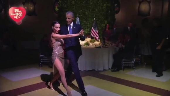 奥巴马总统准备吃饭,突然被一名女性邀请跳舞,不得不说舞姿真好