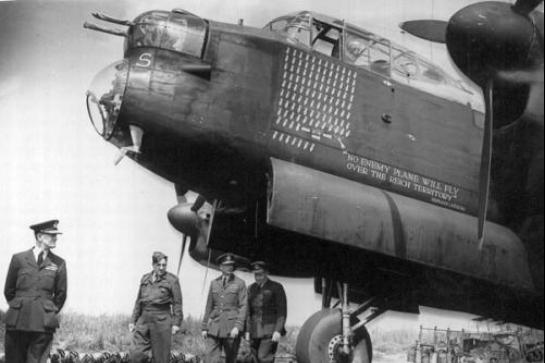 """""""兰开斯特""""轰炸机,二战英国使用最多轰炸机,累计出击15万架次"""