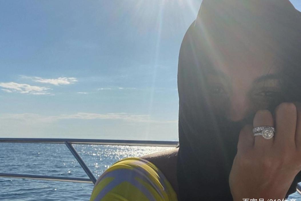C罗好事将近?女友乔治娜豪华游艇度假,晒无名指佩戴2枚硕大钻戒