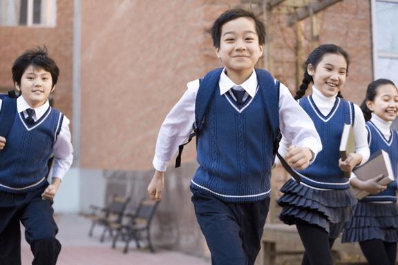 国际不打小孩日:女娲捏出双手,是让它们用来拥抱而不是施暴