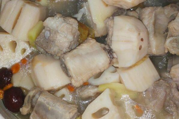 排骨莲藕汤,营养滋补,美味可口