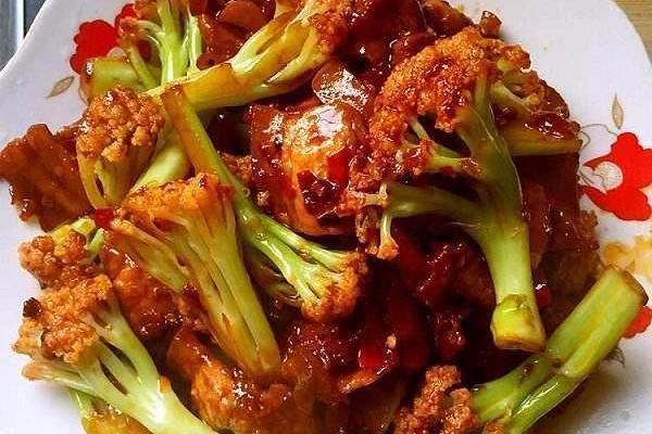 精选美食:香辣排骨、豌豆肥肠、梅干菜扣肉、鱼香菜花的做法