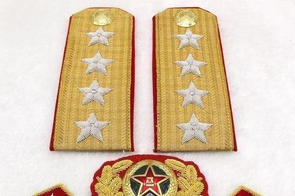 李云龙的上级旅长是大将,为什么比旅长低一级的李云龙却是少将?