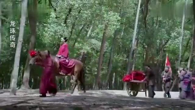 影视:康熙在马车里吹水,没想易欢未婚夫就在旁边看着,尴尬了