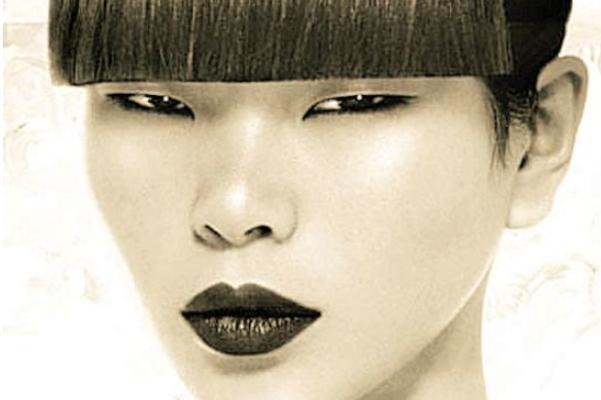 她是中国模特,曾因长相被嘲笑,嫁法国富豪生混血儿子颜值高