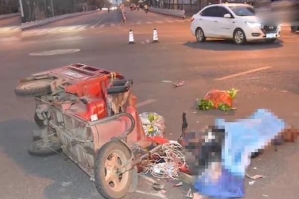 广西柳州突发惨烈车祸,一男子惨遭油罐车碾压身亡,现场画面曝光